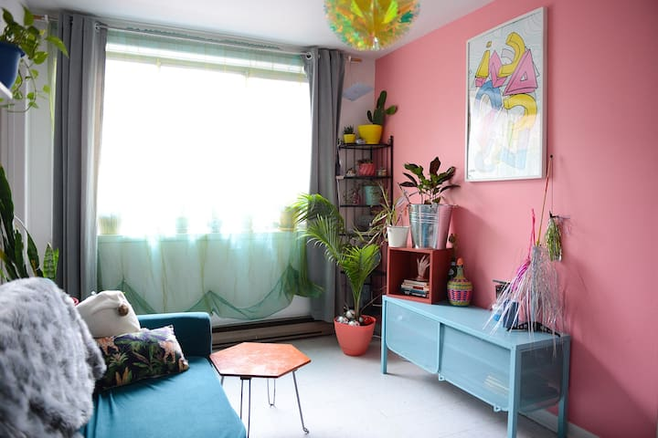Stylish Colorful Cozy Apartment in Mile End