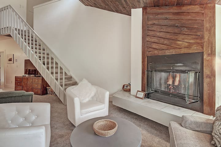 Newly Remodeled Ski In/Out Right By The Lift. FP304
