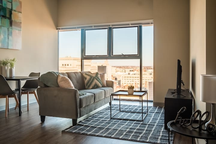 Bright Downtown 1BR Apt