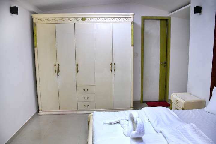royal room in 3 bhk kandivali