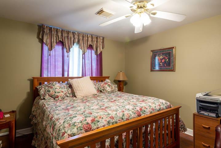 Bonnie's Place bedroom #1