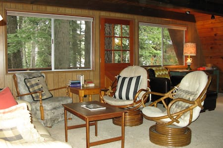 Cute & Cozy Cabin at Donner Lake - Truckee - Maison