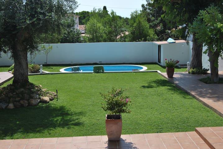 Casa con gran jardin y piscina cerca del Mar - Roda de Berà - Villa