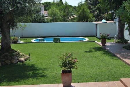 Casa con gran jardin y piscina cerca del Mar - Roda de Berà
