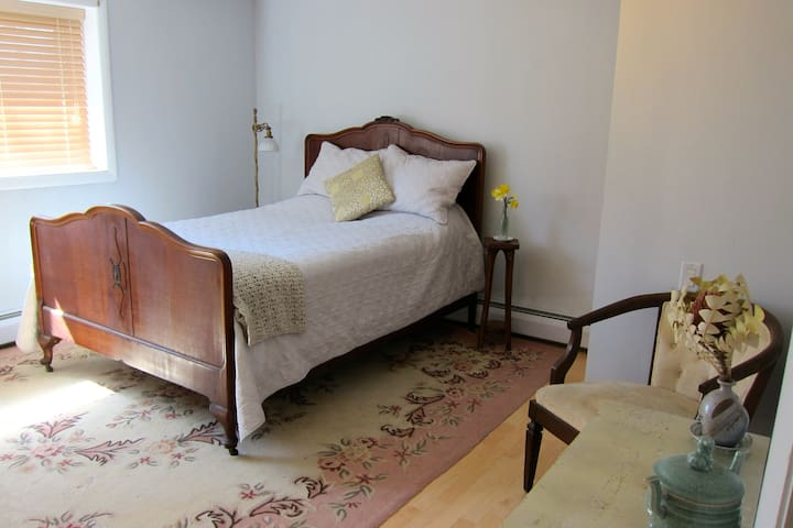 Bedroom with bath in the heart of Tivoli