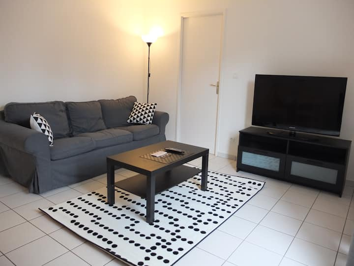 Large and quiet 45m² flat + parking near hospital