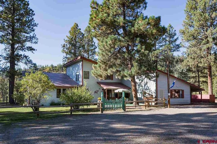 Trapper Ranch -Private 11 acres with two ponds