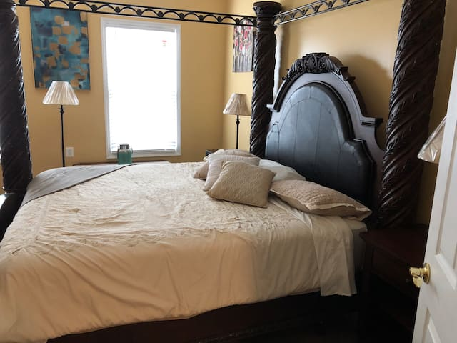 Cozy King 1 Bedroom Apt 10 min From Airport, Cf2