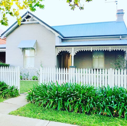Central Wagga - Trail St Cottage #64