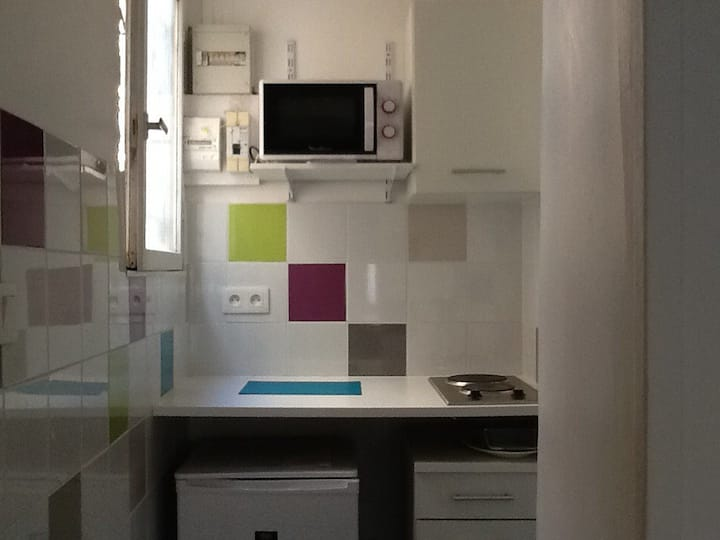 Avignon: mini-studio proche place des corps-saints