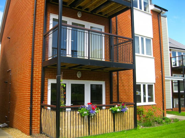 Modern luxury 2 bedroom apartment with balcony - Haywards Heath - Apartamento