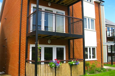 Modern luxury 2 bedroom apartment with balcony - Haywards Heath