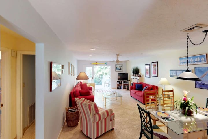 Longboat Key Condo, minutes walk to a private beach, spacious newly remodeled condo,  w/ WiFi .