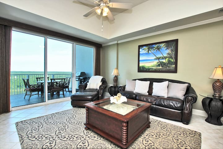 Wharf 902- Newly Remodeled condo located at The Wharf. Enjoy breathtaking sunsets from your 9th floor balcony. Amenities include use of the Oasis Outdoor Waterpark.