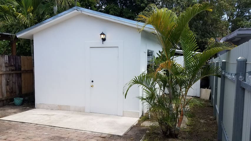 Lovely Guest House (Close to Coral Way)