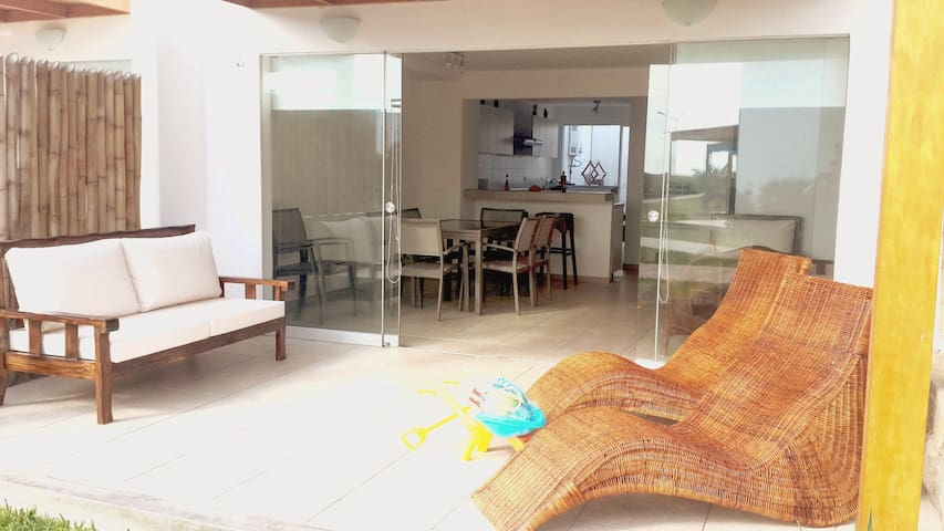 Beachfront beach house, ideal for families