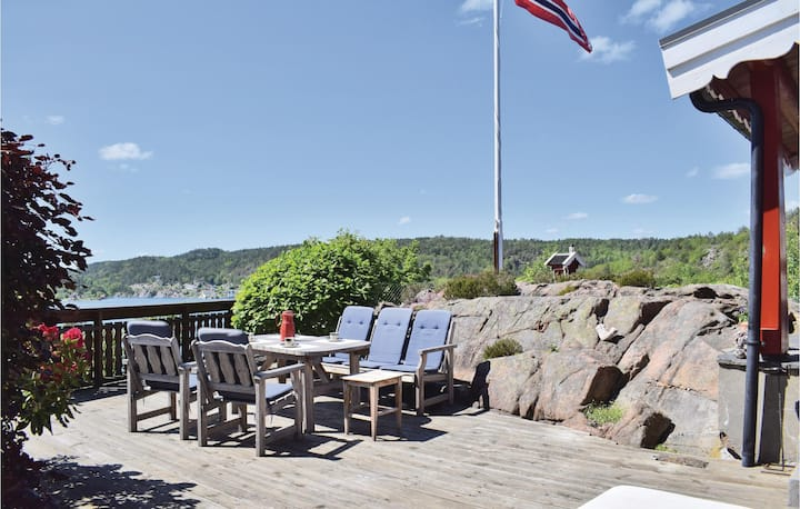 Stunning home in Tvedestrand with 2 Bedrooms