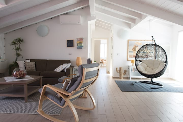 Wonderful PENTHOUSE 9 minutes from the sea+Garage