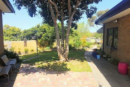 Sunny Garden Lifestyle - Sunshine West - Ev