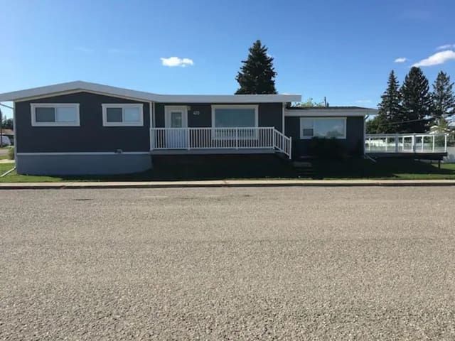 Beautiful Cardston Home (whole house)!