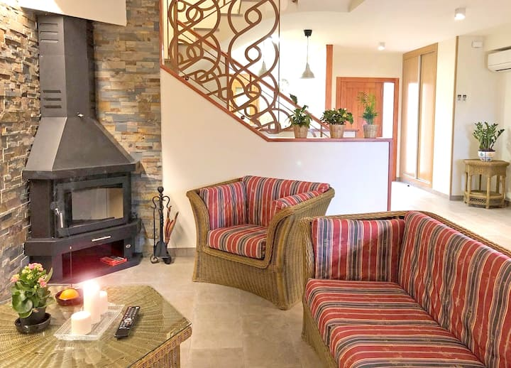 House with 4 bedrooms in Cretas, with wonderful mountain view, terrace and WiFi