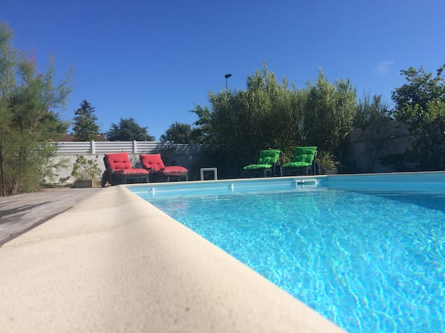 Villa 3 ch piscine privée chauffée proche mer (85)
