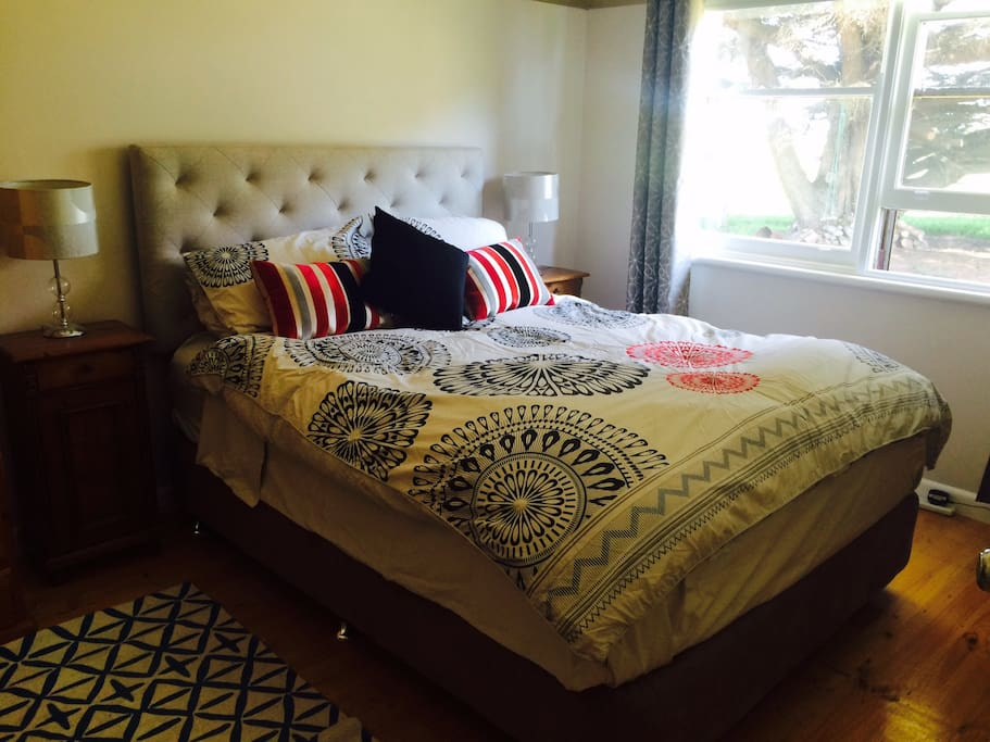Queen bed (electric blanket on part of bed)