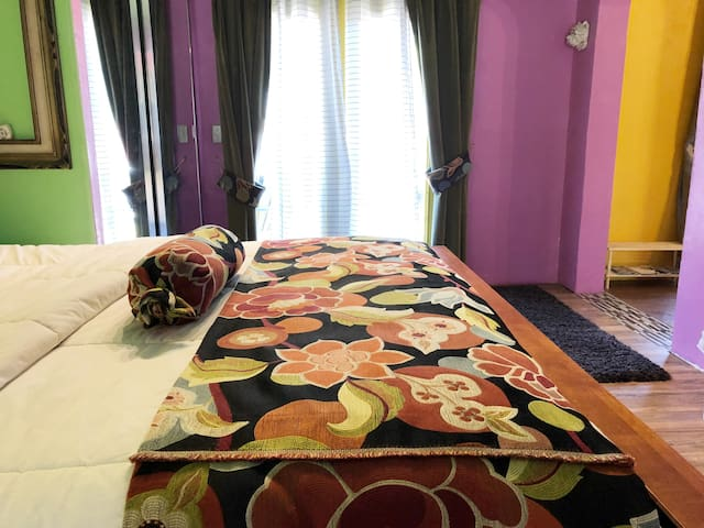 Queen Size Bed  with Fan and Light Remote Control.  We also have an Electric Mattress Pad, with Dual Controls should you like Your Bed Warm when you Arrive!