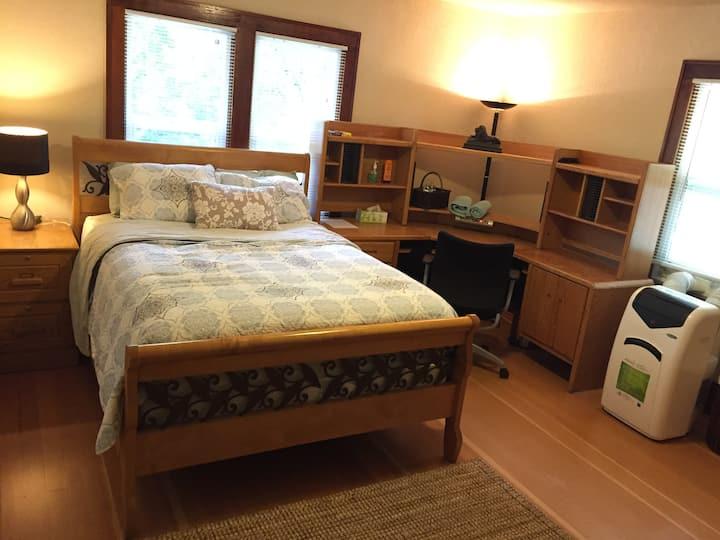 Peaceful Room In Salem Historic Neighborhood