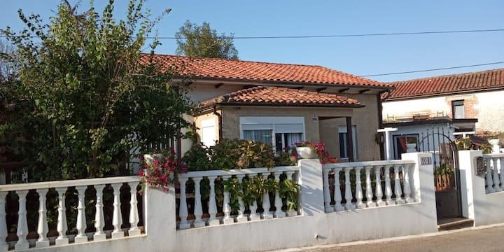 Casa Cascabelia.  Cerca a Santillana del Mar