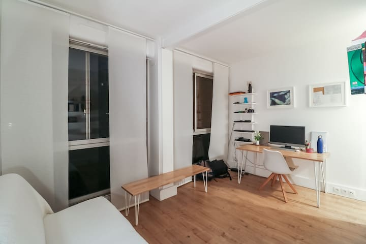 Drift Off To Sleep In A Casual Flat In The Lovely Area Of Neuilly