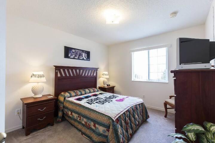 The Beatles bedroom featuring Queen size Simmons Beautyrest Plush Pillowtop mattress... zzz