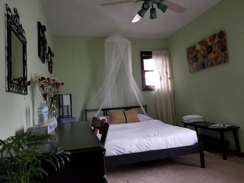 Cozy Peaceful Bedroom Near Airport & Down Town