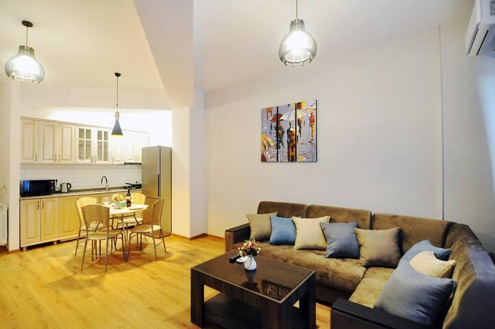 Salome's nice apartment (FREE TRANSFER TO APART.)