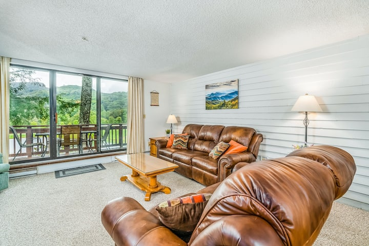 Unique three-story townhouse w/private deck & lake views!