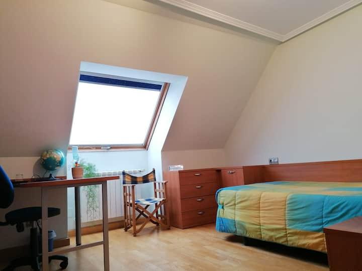 SINGLE ROOM AND BATHROOM ON DUPLEX FLOOR