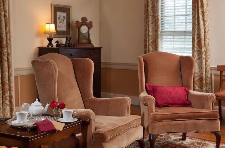 Mr. Jefferson's Suite - The Inn at Meander Plantation