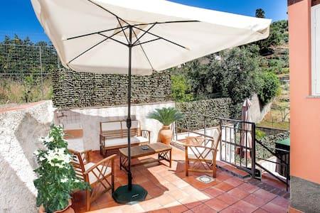"""Villa al mare """"Alecla"""" - Sant'Alessio siculo"""