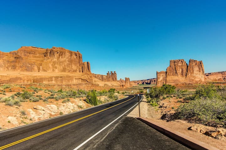 Eco-friendly studio w/ a shared hot tub - five miles from Arches National Park!