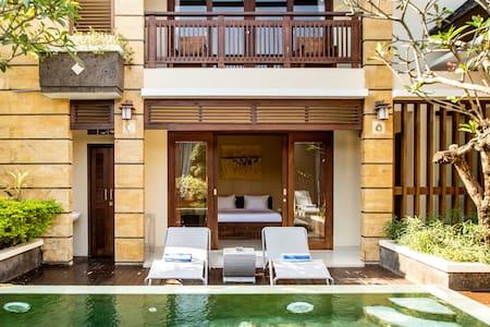 Relaxed Villa with Big Pool, Five-Min Walk to Berawa Beach
