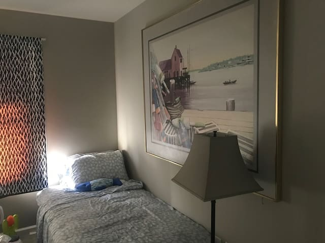 Third bedroom-2 singles