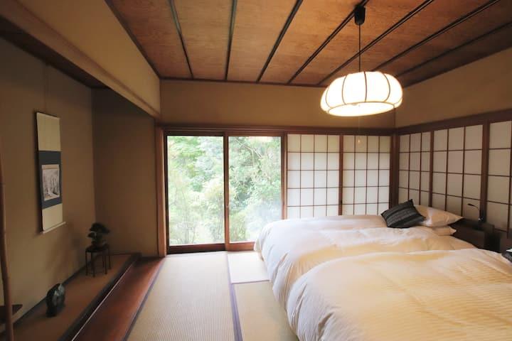 ヴィラ大平荘  天然温泉の露天風呂付き登録有形文化財の日本間