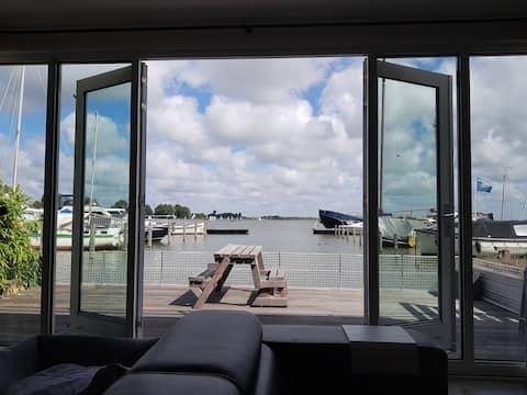 Waarzinnig uitzicht, heerlijk huis aan het meer