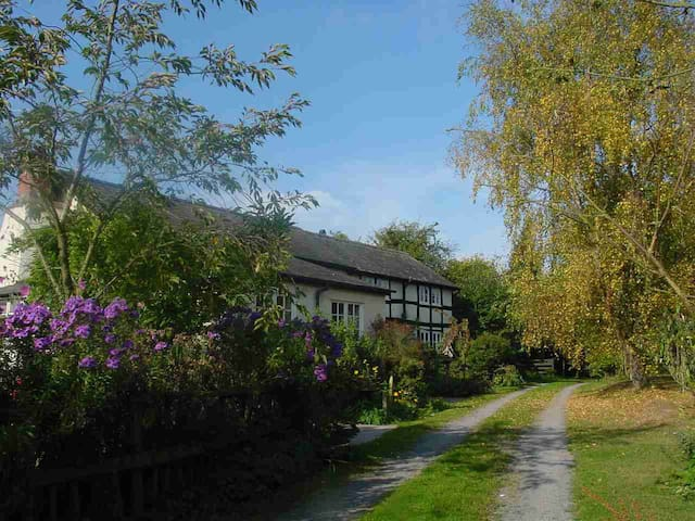 Country retreat near Pembridge, Herefordshire - Herefordshire - House