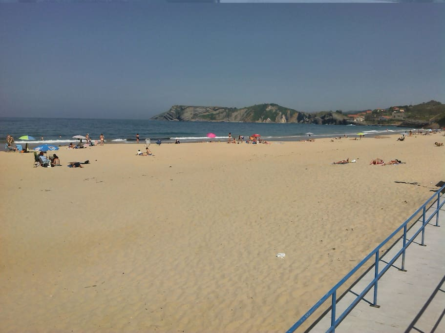 PLAYA DE COMILLAS, COMILLAS BEACH. 13 MINUTES WALKING... 5 BY CAR 1'5 KM FROM THE HOUSE