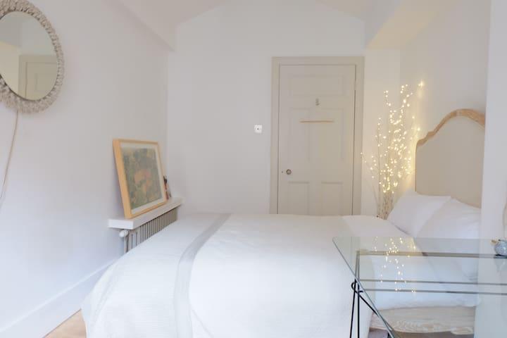 Bedroom in Mews home by Kelvin Park