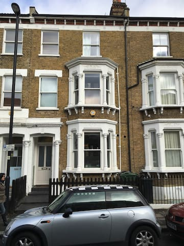 Suite of rooms in Victorian house - Londres - Casa