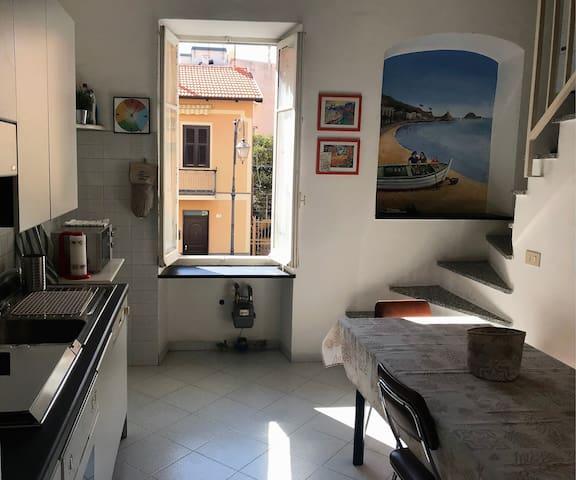 Ampio appartamento a 2 passi dal mare + posto auto