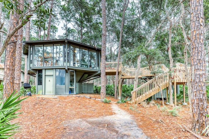 Charming condo with furnished patio near the beach - lots of windows!