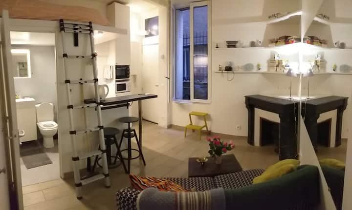Studio avec cheminée et mezzanine